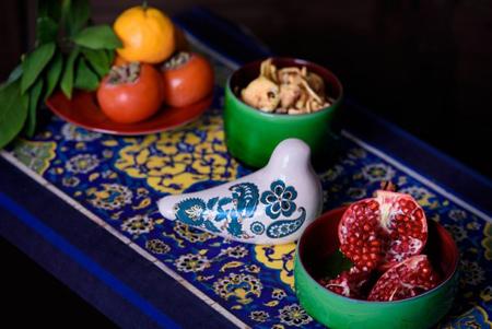 چیدمان سفره یلدا با ظروف سنتی,چیدمان میز شب چله با ظروف سفالی
