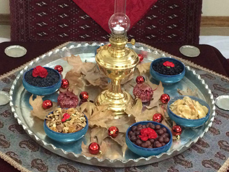 چیدمان سفره یلدا با ظروف سنتی,سفره شب چله